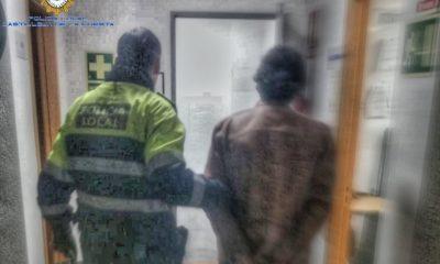 AionSur detenido-castilleja-400x240 La Policía localiza una llamada de alerta para detener al agresor de su madre y un hermano Aljarafe Sucesos