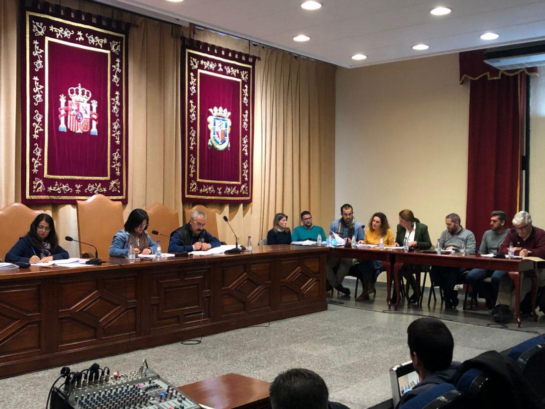 """AionSur oposición-pleno-Marchena La alcaldesa de Marchena dice que presenta el presupuesto """"a trozos"""" para que lo """"digiera"""" la oposición Marchena  destacado"""