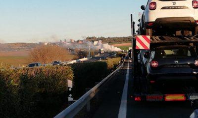 AionSur Incendio-coche-400x240 Un incendio destruye un coche en la A-92 y provoca importantes retenciones Alcalá de Guadaíra Sucesos