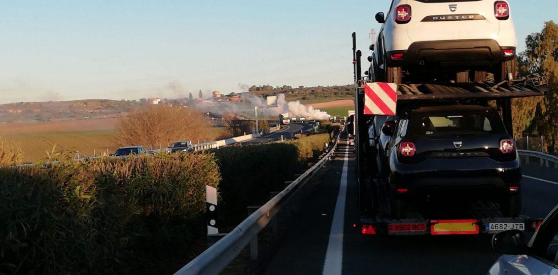 AionSur Incendio-coche Un incendio destruye un coche en la A-92 y provoca importantes retenciones Alcalá de Guadaíra Sucesos