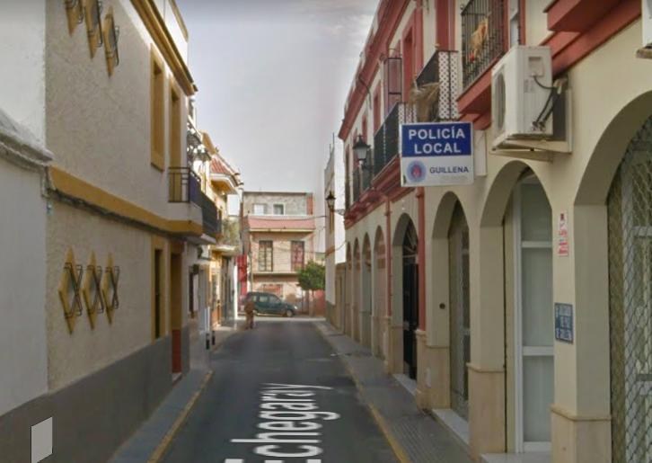AionSur policia-Guillena-1 Sin rastro del cerrajero que iba a cambiar la cerradura de la Policía de Guillena Guillena Sociedad