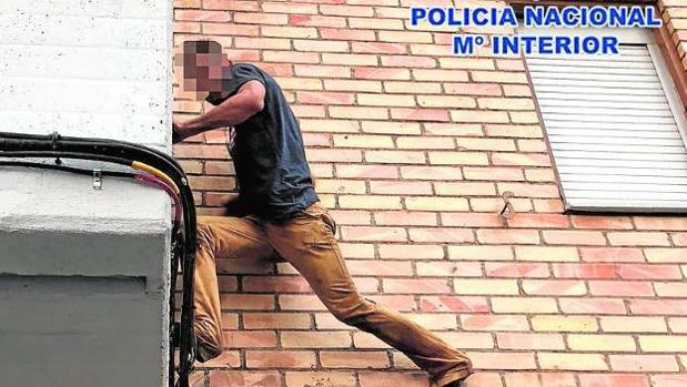 AionSur villamanrique-robo-escalo Detenido por varios robos en Villamanrique de la Condesa Provincia Sucesos