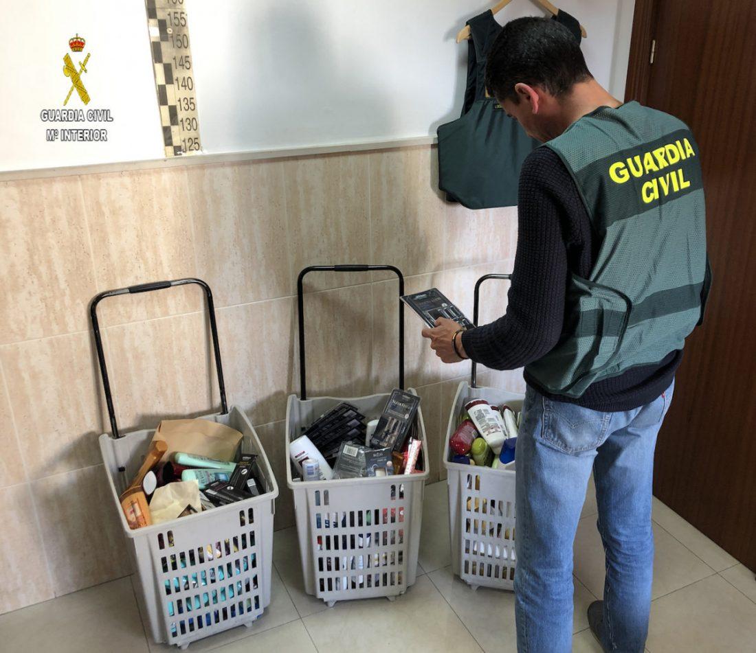 AionSur 3-DETENIDOS-4-ROBOS-SUPER-copia Cae una banda especializada en robo de cosméticos en el Aljarafe Aljarafe Sucesos