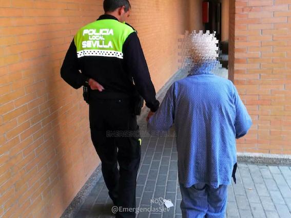 AionSur Alzheimer-perdida-mujer La Policía encuentra a una anciana desorientada que deambulaba por Sevilla Este Sevilla Sucesos