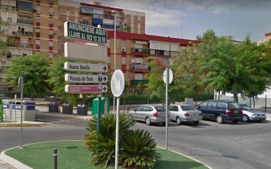 AionSur Castilleja-Calle-Juan-Carlos-I Deja a su hijo de 8 años solo de madrugada para irse de fiesta Aljarafe Provincia Sucesos