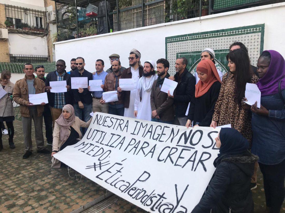 """AionSur Islam-manifa Los musulmanes sevillanos rechazan la violencia: """"No somos terroristas, sino víctimas"""" Sevilla Sucesos"""