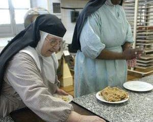 AionSur MarchenaDulces2-300x240 Los conventos de Marchena sacan sus dulces a la calle Marchena Semana Santa
