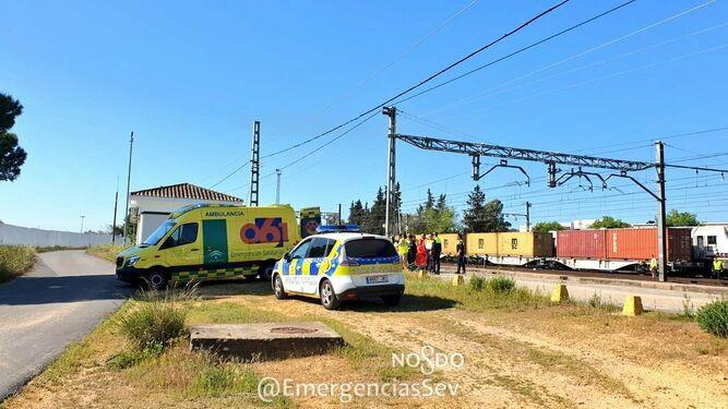 AionSur Policia-lugar-accidente_1346275855_98236104_667x375 Un trabajador de servicios ferroviarios de Sevilla sufre la amputación de un pie Sevilla Sucesos  destacado