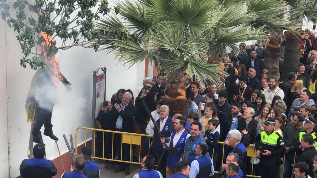 AionSur coripe-aionsur El Ayuntamiento de Barcelona condena la quema del muñeco de Puigdemont en Coripe Coripe Sociedad
