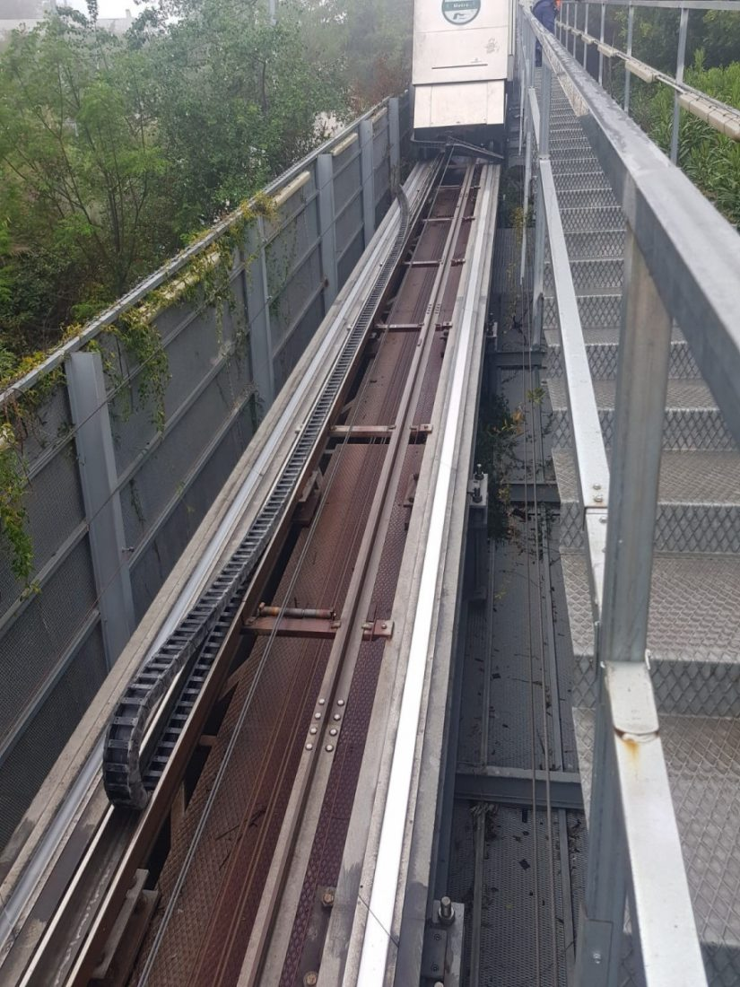 AionSur metro El ascensor inclinado del metro de Sevilla suma otra avería Sevilla Sucesos
