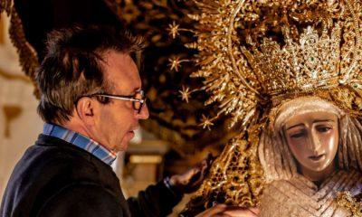 AionSur vestidor-Virgen-Arahal-400x240 El vestidor que mira a la Virgen de frente hace 35 años Arahal Semana Santa  destacado