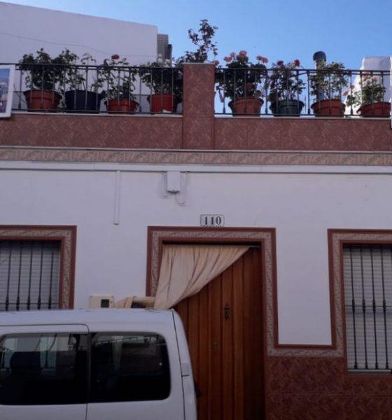 AionSur ElCoronil-Podemos-elecciones-560x600 Partidarios de Podemos de El Coronil cuelgan carteles del candidato en las fachadas de sus casas El Coronil