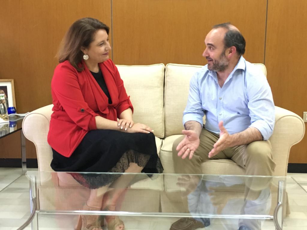 AionSur PP-Carmen-Crespo-consejera La Junta se compromete a mejorar los caminos rurales y fortalecer la aceituna de Arahal Agricultura Arahal