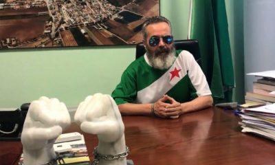 AionSur: Noticias de Sevilla, sus Comarcas y Andalucía Sánchez-Gordillo-Marinaleda-400x240 El alcalde de Marinaleda da un corte de mangas a un concejal de la oposición en el Pleno Provincia