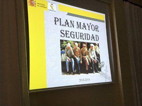 AionSur casariche-charla-mayores La Guardia Civil enseña a los mayores de Casariche a protegerse de robos y estafas Casariche Sierra Sur  destacado