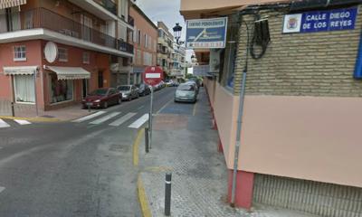 AionSur castilleja-calle-400x240 Herido al caerle parte de una cornisa cuando descargaba una furgoneta Sin categoría