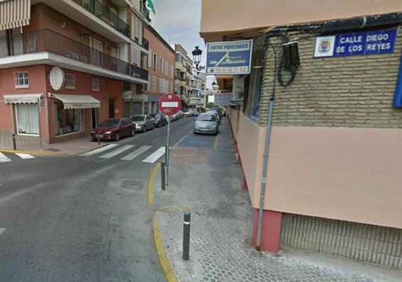 AionSur castilleja-calle Herido al caerle parte de una cornisa cuando descargaba una furgoneta Sin categoría