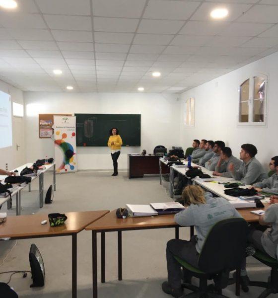 AionSur empleo-Arahal-560x600 El alumnado de la Escuela Taller de Arahal participa en una jornada sobre empleabilidad Arahal Formación y Empleo