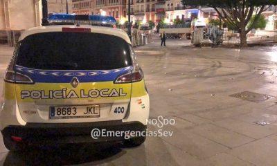 AionSur poli-Sevila-400x240 Detenido en Sevilla por atropellar a un hombre por celos de su expareja Sevilla Sucesos