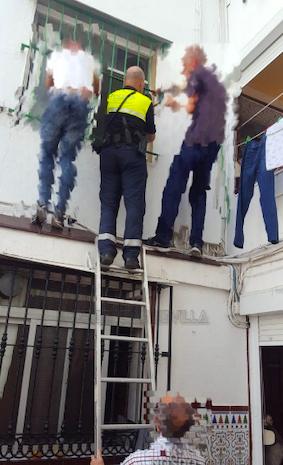 AionSur rescate-sevilla Rescatan a un bebé de nueve meses encerrado en su casa de Sevilla Sevilla Sucesos
