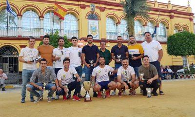 AionSur 48009119856_b47e1cc9a6_z-400x240 El CD Arahal recibe su título de campeón Deportes Fútbol  destacado