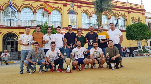 AionSur 48009119856_b47e1cc9a6_z El CD Arahal recibe su título de campeón Deportes Fútbol  destacado