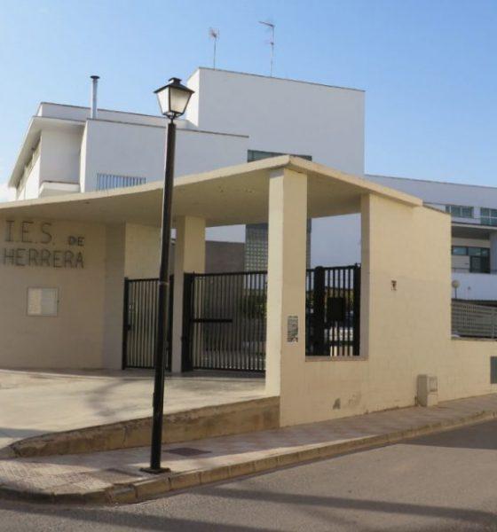 AionSur IES-HERRERA-560x600 Herrera consigue el grado medio en Sistemas Informáticos y Redes Herrera Provincia
