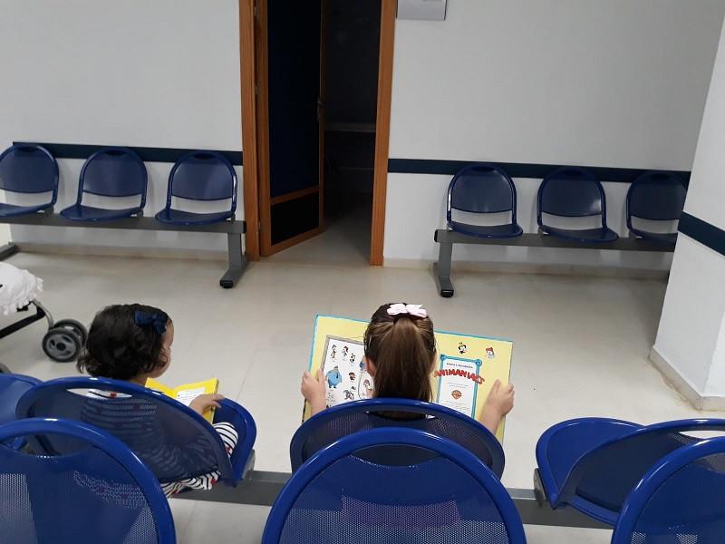 AionSur Moron-punto-de-lectura Un punto de lectura ameniza la espera de los pacientes más jóvenes de Morón de la Frontera Cultura Morón de la Frontera Sociedad