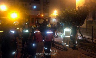 AionSur bomberos-sevilla-400x240 Rescatada una mujer de 86 años tras un incendio en su piso de Sevilla Incendios Sevilla Sucesos