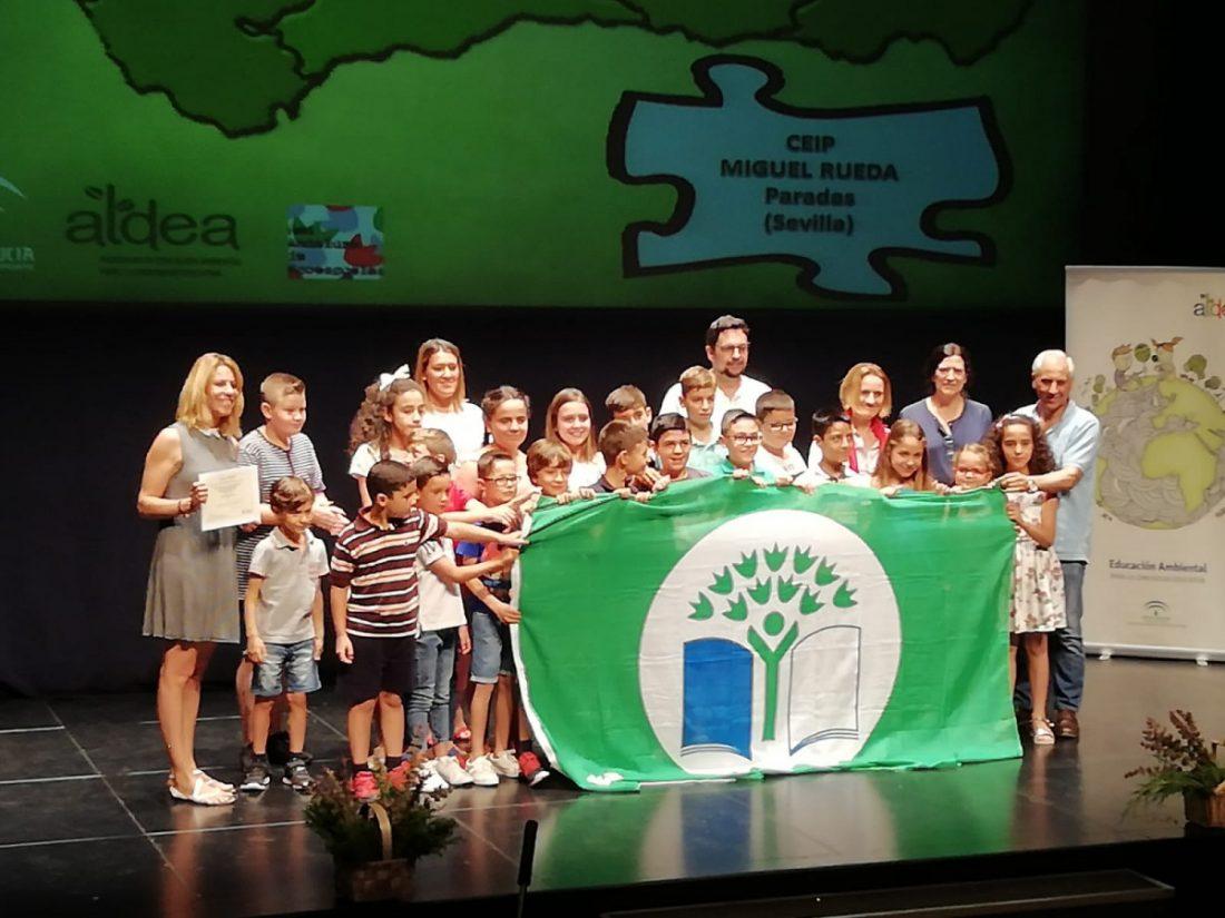 """AionSur colegio-Paradas Un colegio de Paradas recibe el Galardón Internacional """"Bandera Verde Ecoescuelas"""" Educación Paradas Sociedad  destacado"""