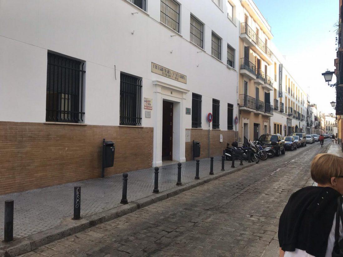 AionSur colegio-Sevilla Consiguen plaza en un colegio para su nieto tras dormir dos noches en su puerta Sevilla Sociedad