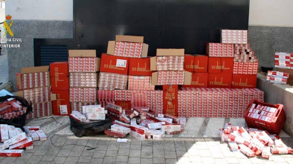 AionSur tabaco Detenidas 16 personas en Alcalá tras intervenirles 14.340 cajetillas de tabaco de contrabando Alcalá de Guadaíra Sucesos