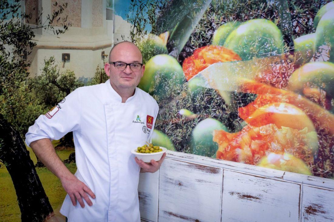 El cocinero arahalense Luis Portillo, galardonado con la Aceituna de Oro 2019