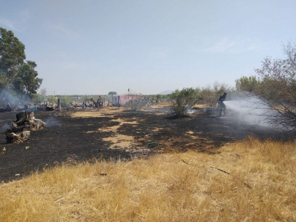 AionSur Arahal-incendio-llanoverde-1024x768 Extinguido un incendio que ha afectado a varias parcelas en Llano Verde (Arahal) Arahal Sucesos