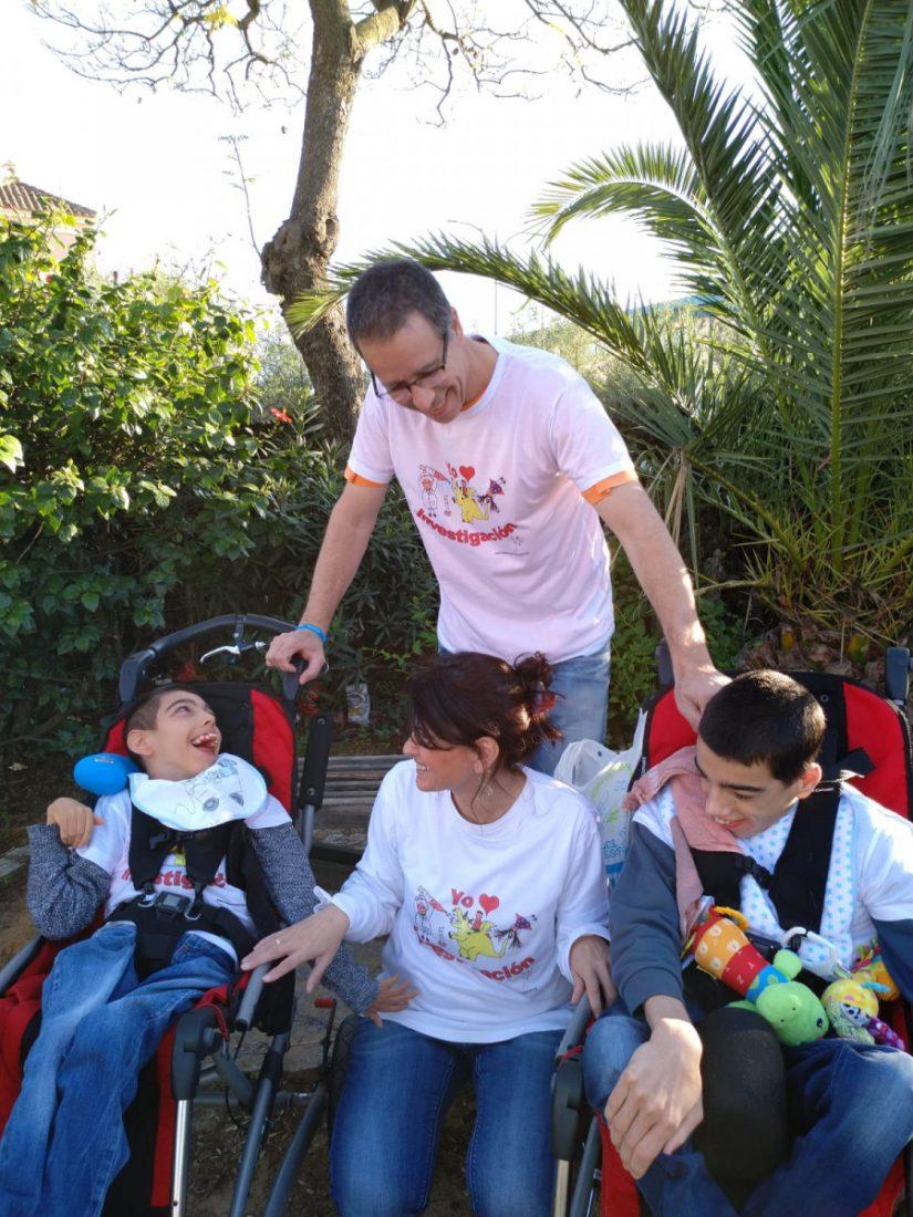 AionSur padres-cuento-espartinas Escriben un cuento para ayudar a investigar la enfermedad ultrarrara de sus hijos Provincia Salud