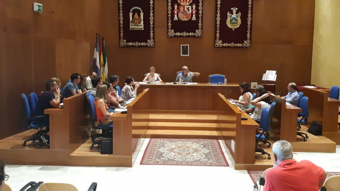 AionSur pleno-julio-Arahal El Pleno aprueba, con los votos de Adelante IU y PSOE, renovar el contrato del cargo de confianza del alcalde Arahal