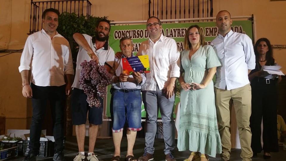 AionSur racimo Baten el récord del mundo de racimos de uvas en Los Palacios, con una pieza de más de 10 kilos Agricultura Los Palacios  destacado