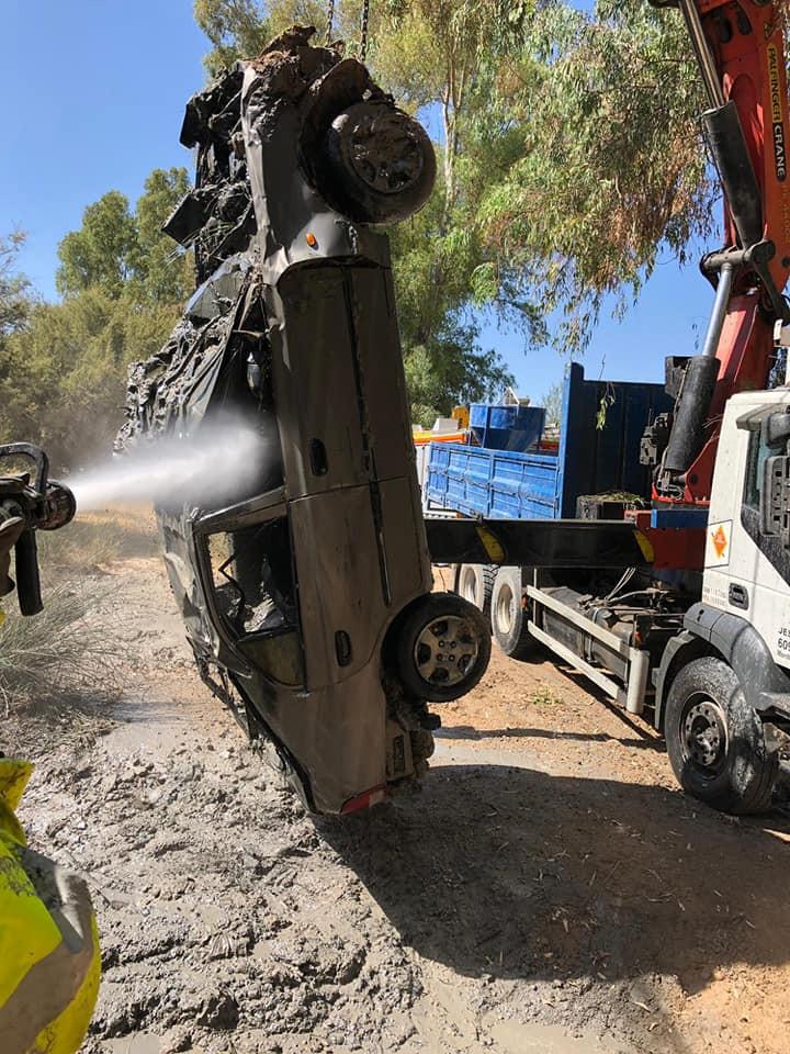 AionSur 68960114_2452536281460873_201907374657634304_n-compressor Aparece un coche robado en Marchena en el fondo del río Espartero a su paso por Morón Morón de la Frontera  destacado