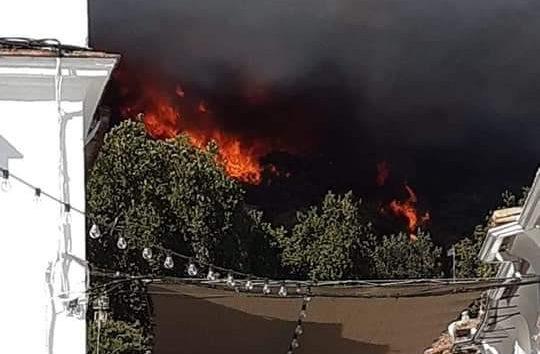 AionSur Incendio-Almonaster-540x354 Arde un paraje cerca de Almonaster (Huelva), pueblo que está siendo desalojado Huelva Incendios Forestales Sucesos  destacado