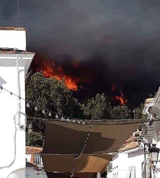 AionSur Incendio-Almonaster-540x600 Arde un paraje cerca de Almonaster (Huelva), pueblo que está siendo desalojado Huelva Incendios Forestales Sucesos  destacado