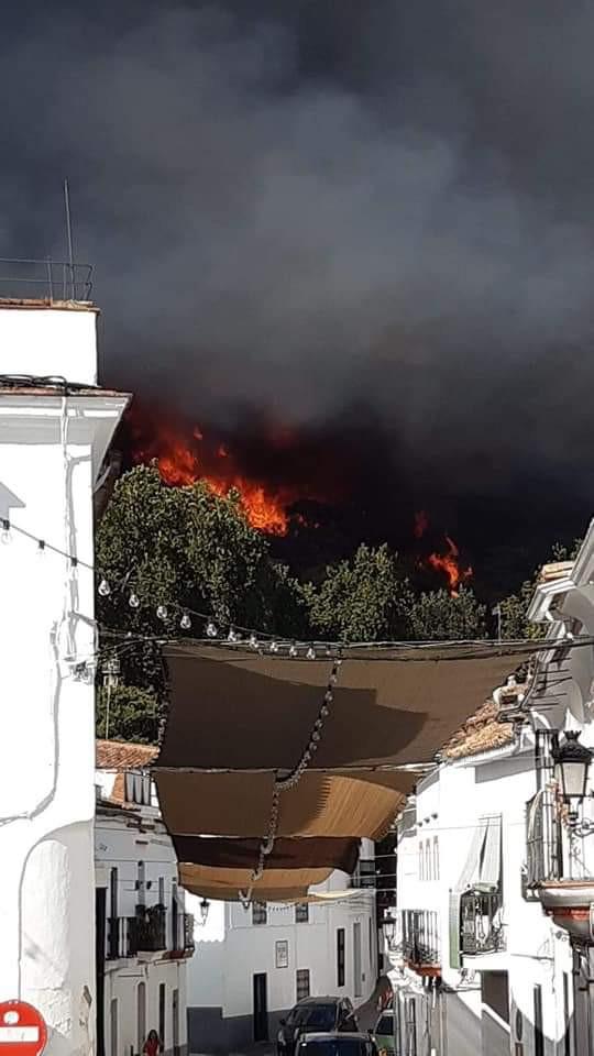 AionSur Incendio-Almonaster Arde un paraje cerca de Almonaster (Huelva), pueblo que está siendo desalojado Huelva Incendios Forestales Sucesos  destacado