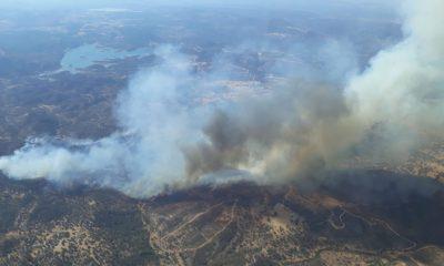 AionSur Incendio-Madrono-400x240 Un incendio forestal amenaza a las aldeas de El Madroño Incendios Forestales Sucesos  destacado