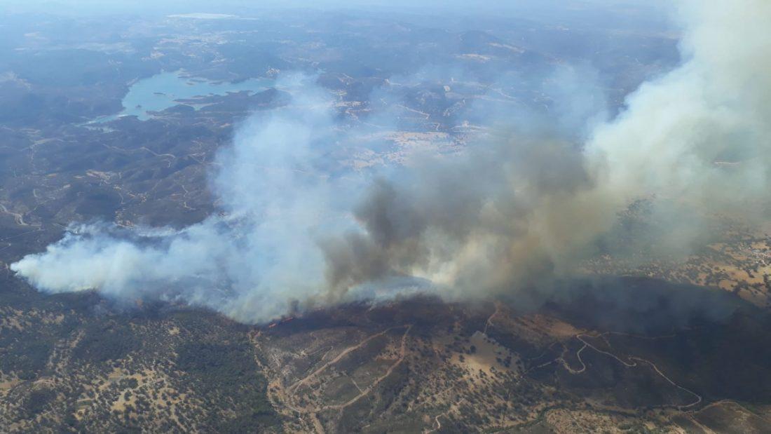 AionSur Incendio-Madrono Un incendio forestal amenaza a las aldeas de El Madroño Incendios Forestales Sucesos destacado