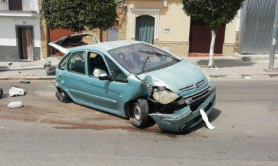 AionSur accidente-Barriete-Arahal-compressor-400x240 El exceso de velocidad, posible causa de un aparatoso accidente en el casco urbano de Arahal Arahal Sucesos  destacado