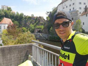 AionSur chico-bicicleta-2-300x225 La hazaña de un arahalense: más de 8.000 kilómetros en bici por 13 países europeos Arahal Deportes  destacado