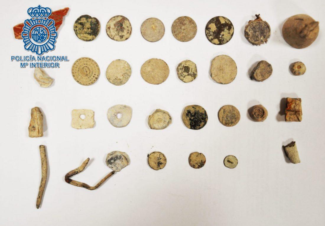 AionSur monedas-moron Intervenidas 31 monedas expoliadas en un yacimiento de Morón de la Frontera Morón de la Frontera Sucesos