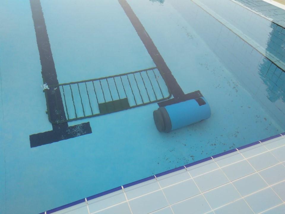 AionSur piscina-moron El vandalismo provoca que no abran las piscinas municipales de Morón Sucesos
