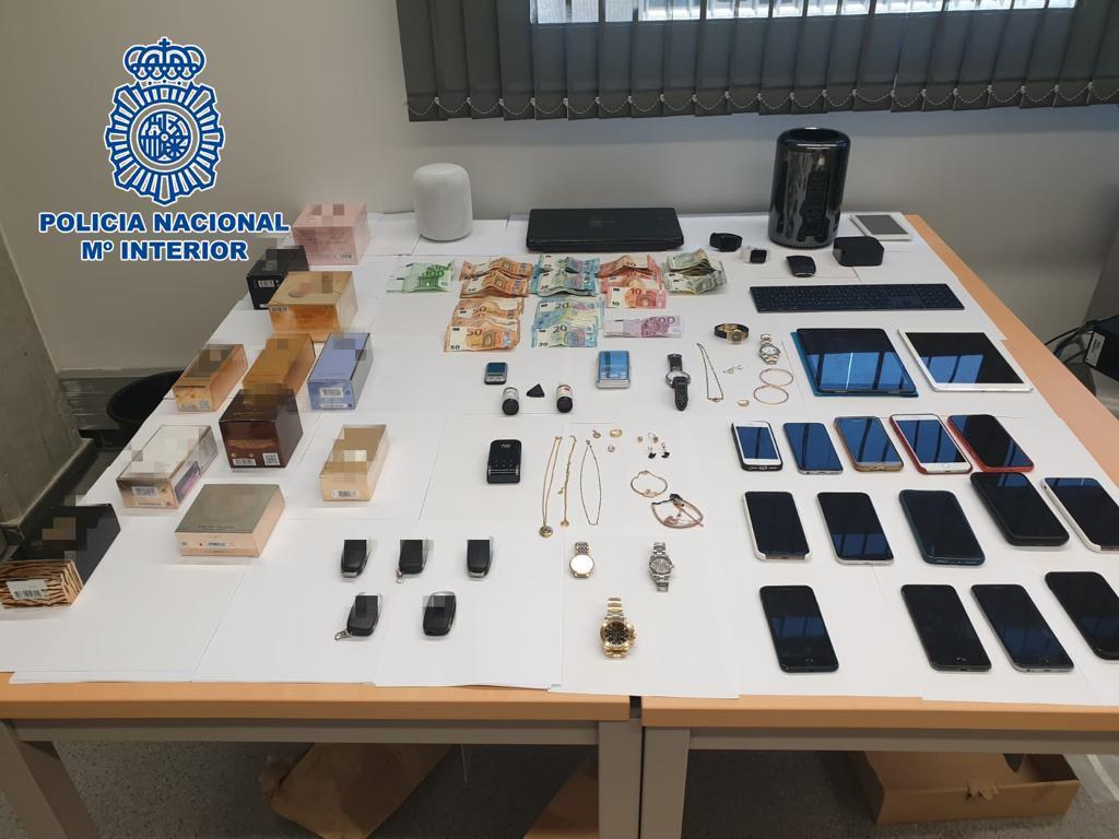 """AionSur policia-hurtos Desarticulada una red especializada en """"hurtos amorosos"""" Sevilla Sucesos"""