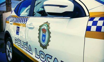AionSur policia-local-carmona-400x240 Detenido un vecino de Carmona por amenazar a los viandantes con un cuchillo Carmona Sucesos