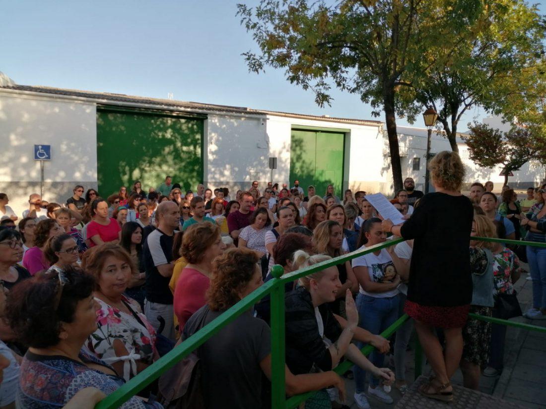 AionSur: Noticias de Sevilla, sus Comarcas y Andalucía Coronil-madres-1 Las madres de El Coronil siguen su lucha para que se atiendan las necesidades especiales El Coronil Sociedad